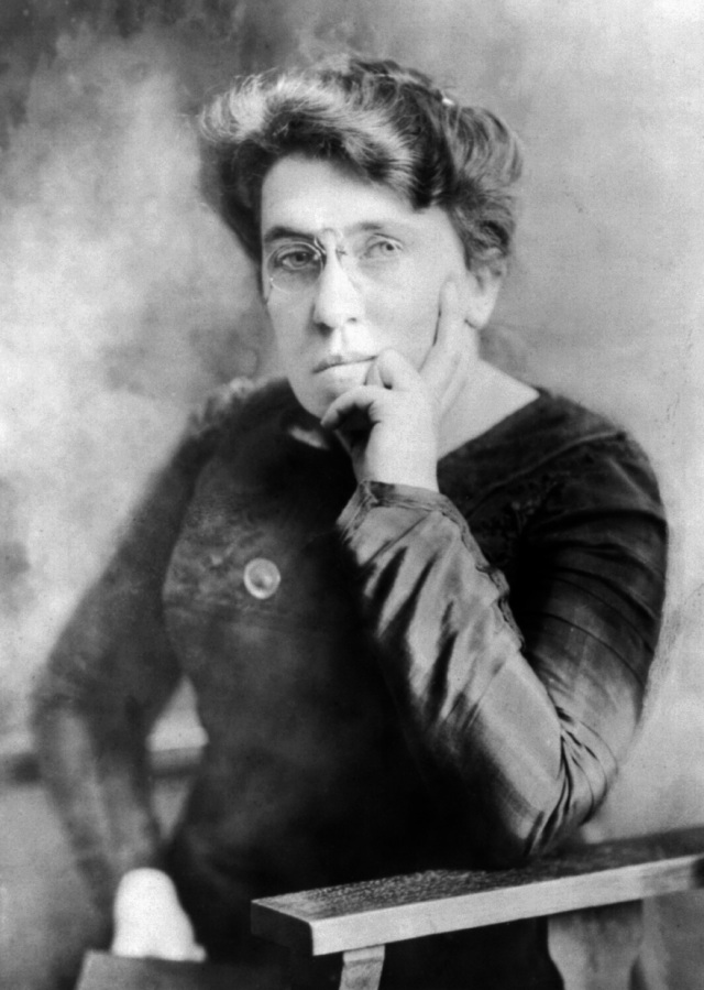 Emma_Goldman_seated.jpg